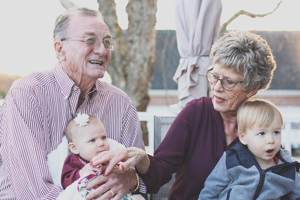 dziadkowie-z-wnukammi-kursy-jezyka-angielskiego